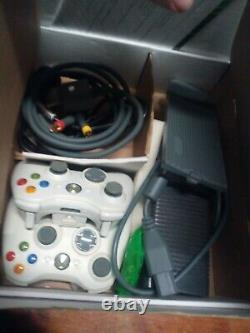 Microsoft Xbox 360 Arcade Matte White 256 MB Console 2 controllers in box
